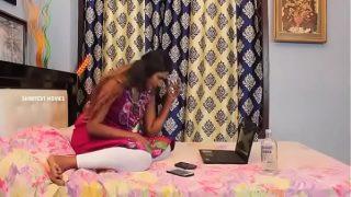 Hot desi legging aunty enjoying her time in a hotel room