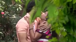 Indian Hot Girl Romance With Unknown Guy In Park