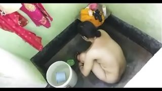 sexy desi bhabi bathing caught on hidden camera